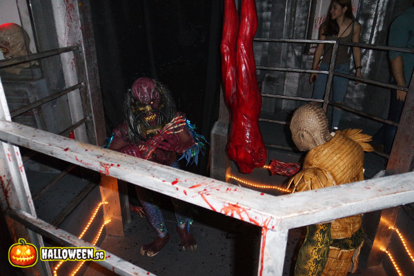2014 Halloween Horror Nights 4 - The LAB - Alien subjects