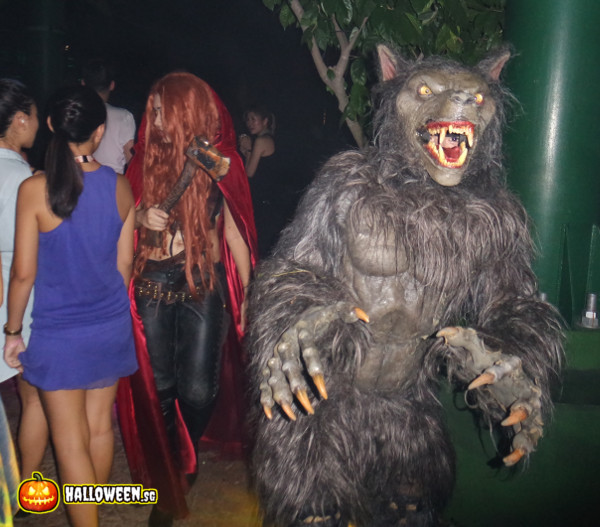 2014 Halloween Horror Nights 4 - Scary Tales - Little Red Riding Hood and Werewolf