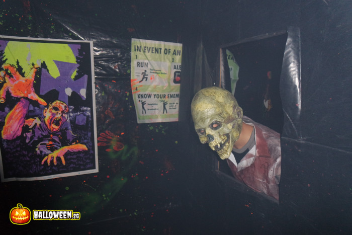 2014 Museum Of Horrors 5 - Into Darkness Maze - Friendly skelly